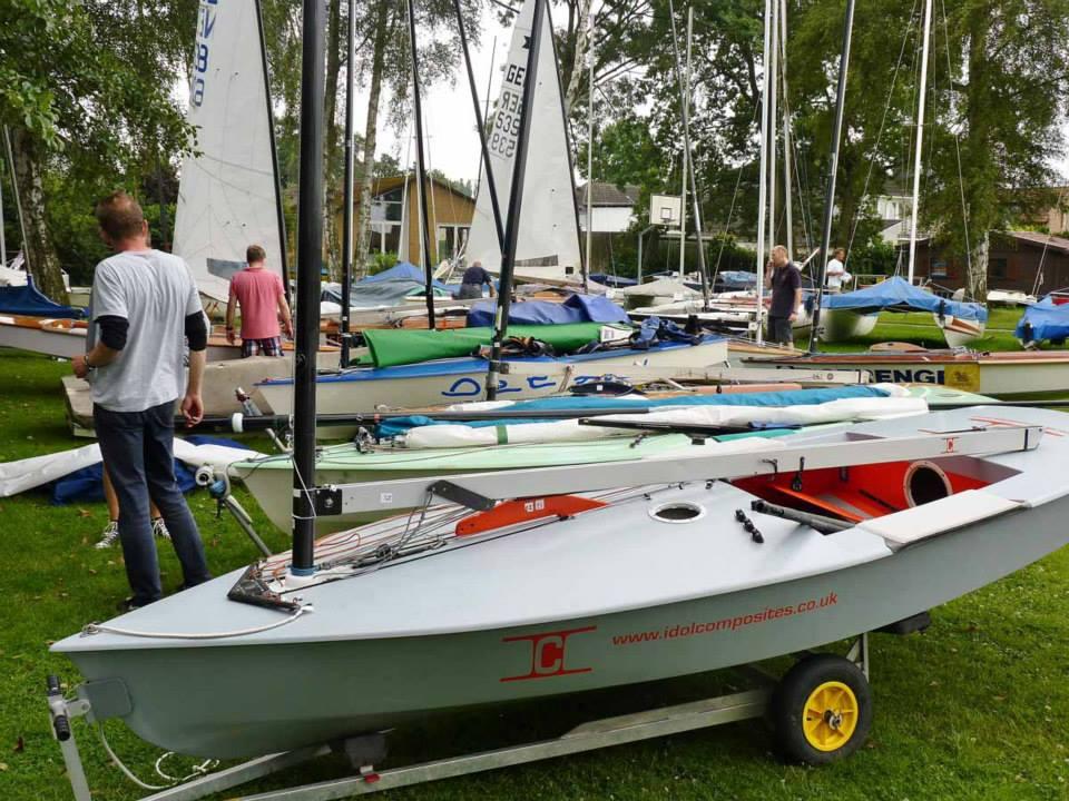 Boote an Land vor der Euro 2014