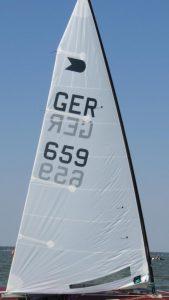 biete: C-Tech-Mast + drei Segel