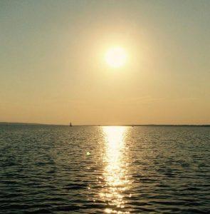 Segeln bis zum Sonnenuntergang
